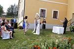 Premiéru si venkovní svatební místo odbylo v sobotu 29. července na svatbě Mariky a Sufiána Lopatářových.
