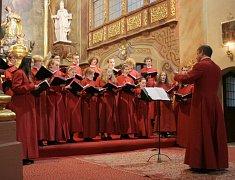 Katedrální sbor ze Sheffieldu předstoupil před posluchače v chrámu svaté Markéty v sobotu. A koncert to byl opravdu výjimečný. Zaplněný kostel britské hudebníky po právu odměnil potleskem ve stoje.