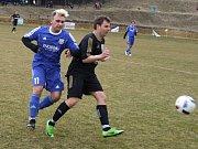 Hartvíkovice (v černém) po výhře 4:0 v Rokytnici (na snímku) zdolaly doma dalšího okresního rivala.