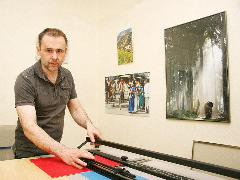 Knihař Martin Němec.