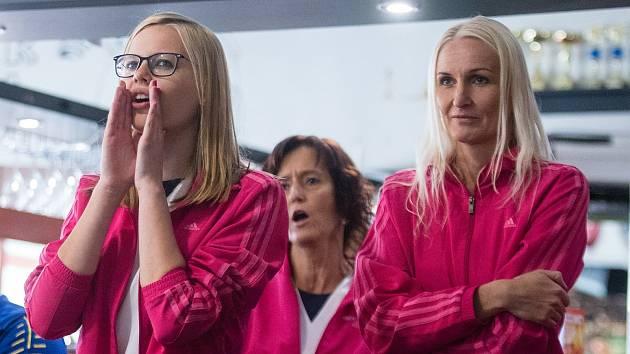 Lenka Concepción (vpravo) do jihlavského týmu zapadla skvěle. Na snímku je se spoluhráčkami Martinou Melchertovou a Simonou Matulovou.
