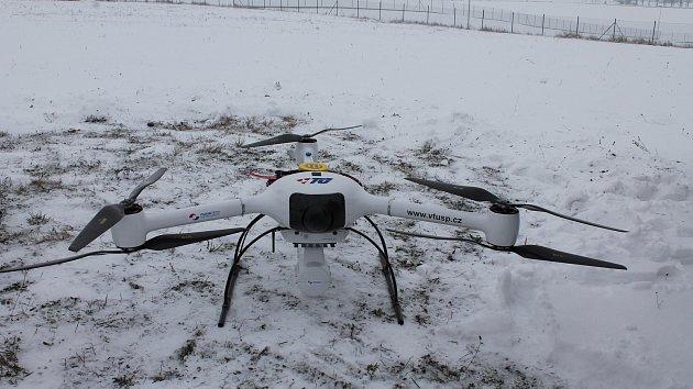 Dron měřící radioaktivitu