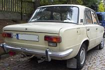 Když spatříte v ulicích Třebíče nenápadnou Ladu 1300, vězte, že vůz stejného typu zvládl před lety i cestu do Afriky.