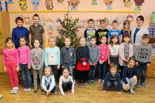 Na fotografii jsou prvňáčci ze Základní školy Horka-Domky vTřebíči, třída 1.Apaní učitelky Ivety Cahové.