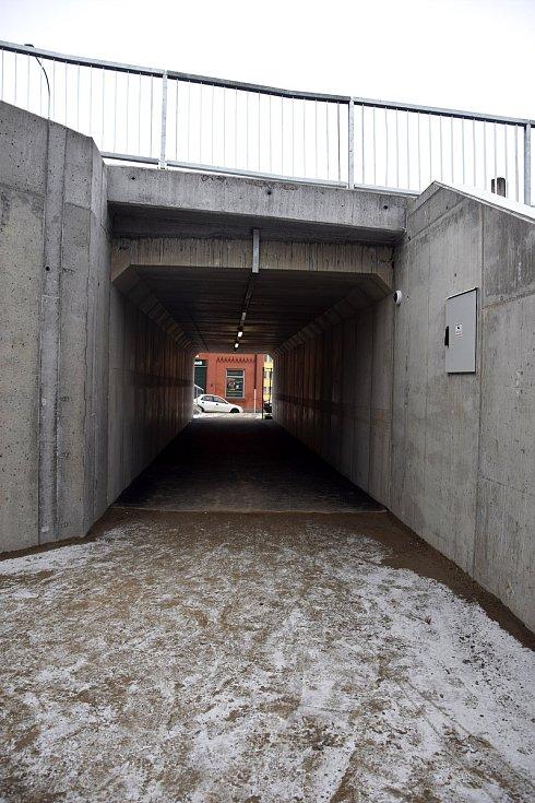 Podchod pro pěší a cyklisty pod Sucheniovou ulicí.