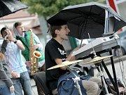 Hudba v ulicích Třebíče.