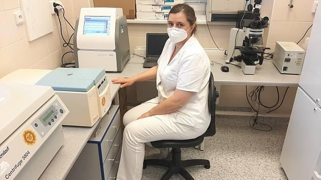 Pomoc v boji s koronavirem. Nemocnice v Třebíči má novou PCR laboratoř