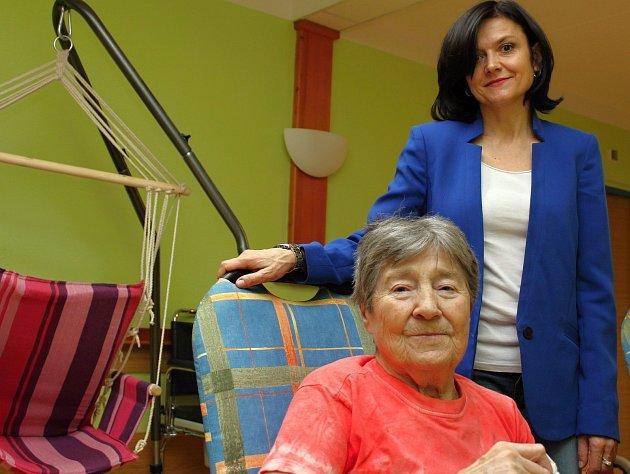 Paní Jarmila Vrzáčková a Eva Šebová z třebíčského domova pro seniory.