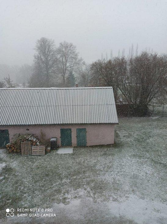Bílá pokrývka na Třebíčsku. Poslední březnové úterý.