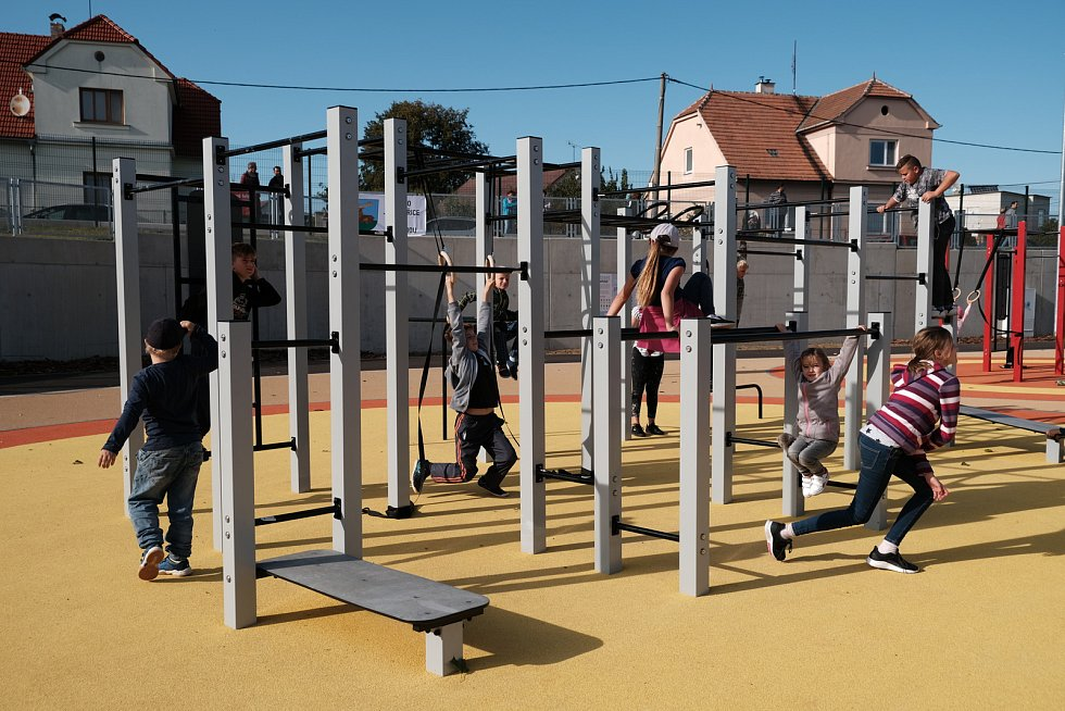 Sportovci  z Jaroměřic nad Rokytnou mají důvod k radosti. V neděli 22. září zde bylo slavnostně otevřeno nové hřiště.