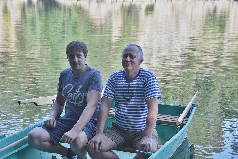První lodě začal vyrábět Roman Jašek před pětadvaceti lety, nyní v jeho práci pokračuje Rostislav Růžička