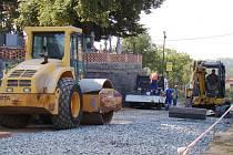 Silnice v Budišově se opravují.