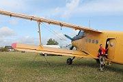 Na tomto letišti dosud Karel Kuba provozoval letecké sporty. Jak říká, bez zázemí to nejde. A zázemí má na pozemku, na němž mu končí nájem.
