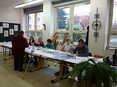 V Třebíči lidé zájem o volby měli. Například do volebního okrsku číslo 18 voliči v sobotu přicházeli stejným tempem jako v pátek, kdy odvolilo 43 procent oprávněných voličů.