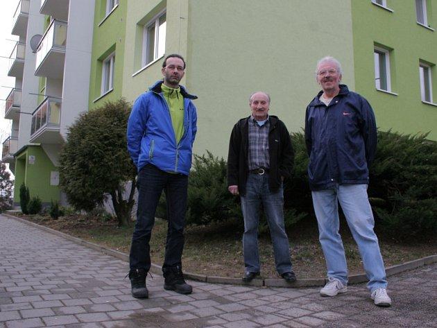 Velká nespokojenost s poměrovými měřiči tepla, které jsou od tohoto roku povinné, panuje v Třebíči. Majitelům bytů v sedmi panelových domech se nová pravidla vůbec nezamlouvají.