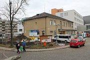 Budovu transfuzní stanice taky letos čeká demolice.