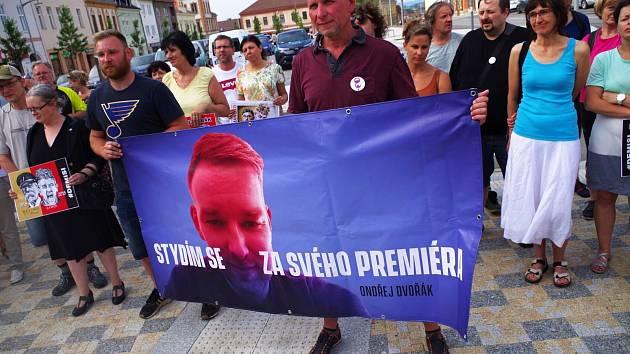 V Moravských Budějovicích vzrostl počet demonstrujících na stovku