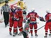 V čele skupiny Střed druhé ligy jsou už zase havlíčkobrodští hokejisté (v červených dresech). Tábor totiž klopýtl s Kolínem.