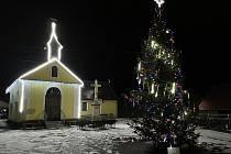 Vánoční výzdoba v obcích kolem Dukovan. Na snímku Slavětice