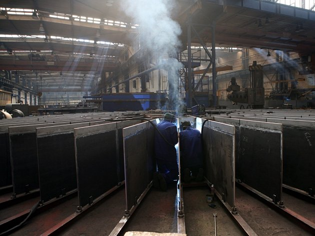 Třebíčské strojírny PBS Industry vyrábí například velké tlakové nádoby nebo ramena pro průmyslové bagry