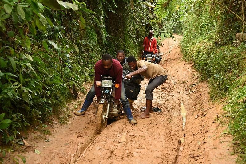 Cestování po Kongu bylo pro české  vědce velkým dobrodružstvím.