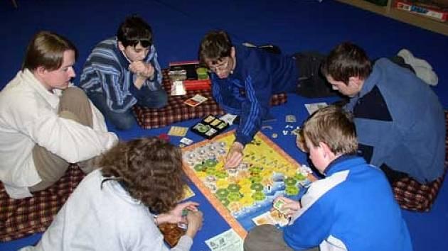 Akce s názvem Festival Her proběhla v herně stolních a deskových her v Domečku studentského klubu katolického gymnázia Halahoj.