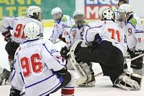 Mladší dorostenci Horácké Slavie prohráli už pět zápasů v řadě. Naposledy uspěli třebíčští hokejisté v posledním utkání základní části, kdy porazili na samostatné nájezdy Krkonoše a naplno bodovali o kolo dříve, kdy porazili právě České Budějovice B.
