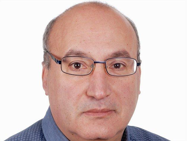 I díky své jazykové vybavenosti pracoval Rabah Attaf v několika firmách na Vysočině. Dnes učí angličtinu a francouzštinu na základní škole v Jaroměřicích nad Rokytnou.