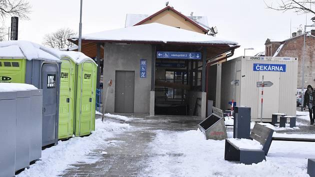 Kratší cesta k vlaku i na autobus: oprava třebíčského nádraží finišuje