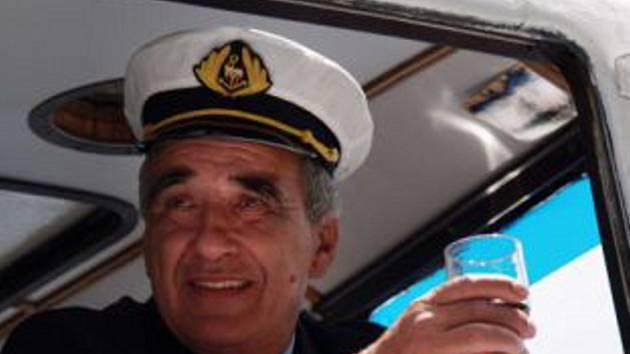 Kapitán lodě si pochvaluje zájem výletníků.