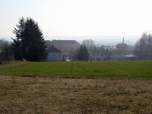 Nová dominanta Lesonic by měla vzniknout na návrší severně od centra obce, nedaleko památného Jasanu. Nevelká kaple bude mít oproti jiným podobným stavbám nejméně jednu výjimečnost. Její součástí bude totiž vyhlídka.