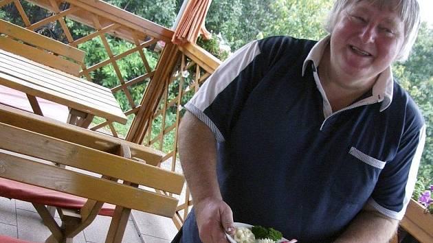 Vyučený automechanik František Bláha z Budkova u Jemnice si před pár lety s rodinou řekl, že by mohli zkusit provozovat hospodu.