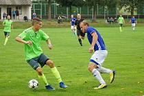 Fotbalistům Náměště (v zelených dresech) se ve druhém kole krajského přeboru podařilo zvítězit na hřišti Velkého Meziříčí.