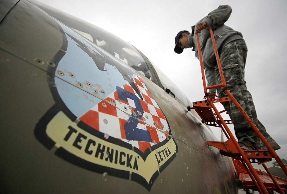 Technika, kterou mohli lidé v sobotu na dráze náměšťské vojenské základny i nad ní, byla tou základní, kterou česká armáda momentálně disponuje.
