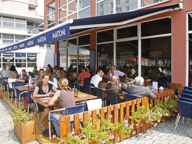 Otevřených prostor nepoctiví hosté v restauracích většinou nevyužívají.