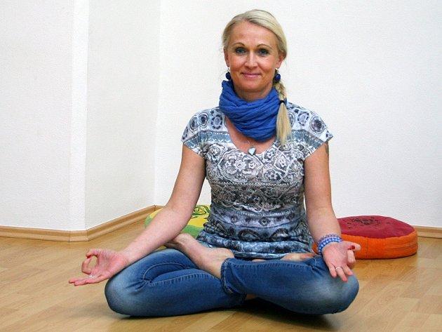 Mirka Nahodilová provozuje v Třebíči na Karlově náměstí jógové centrum.