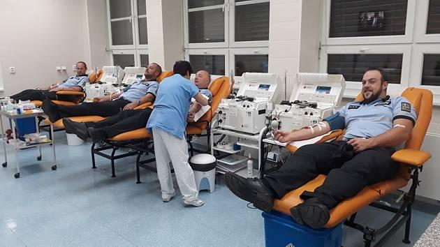 Policisté z Třebíčska hromadně darují krev.