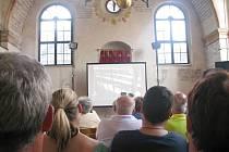 TAKÉ TŘEBÍČ MÁ SVÉHO ZACHRÁNCE. Tak znělo téma přednášky, kterou do třebíčské Zadní synagogy přivezl Stanislav Motl, a která byla o třebíčském rodákovi Antonínu Kalinovi. Ten v koncentračním táboře Buchenwald zachránil na 1300 dětí.