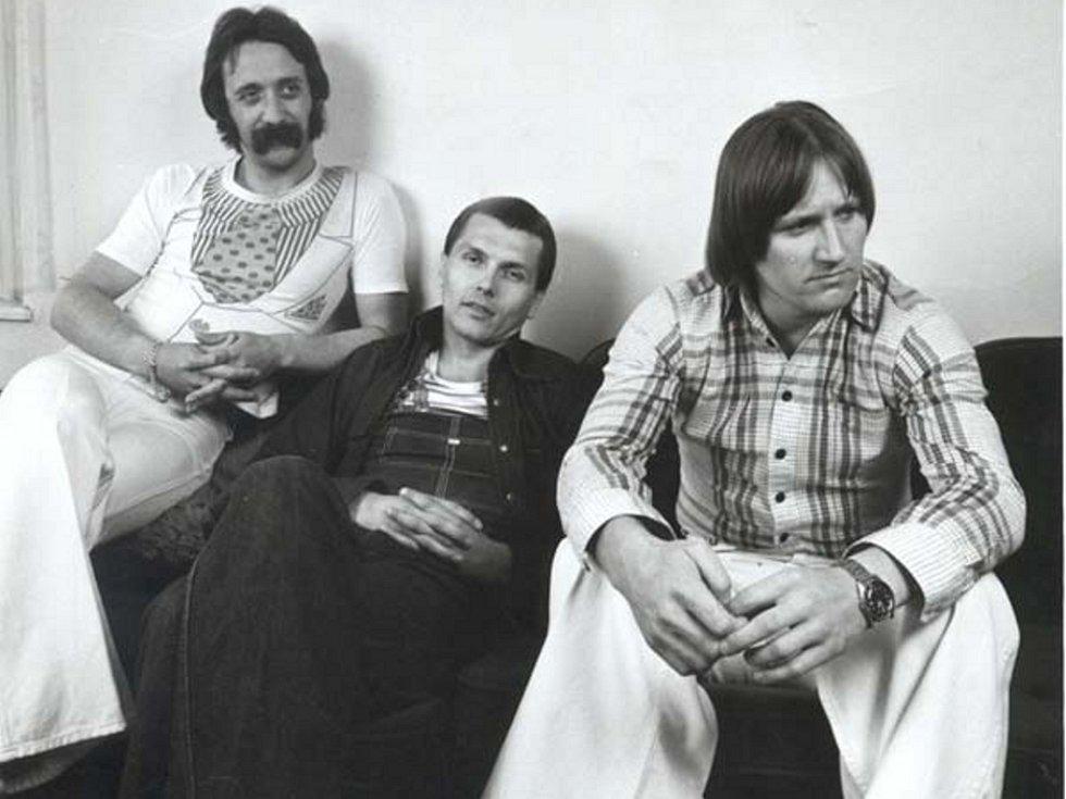 Srovnání rockových generací? Ne, jedna kapela, ovšem s odstupem třiceti let.