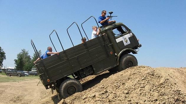 S Tatrou 805 se pozďatínští hasiči s velkým úspěchem účastní historických srazů automobilů.