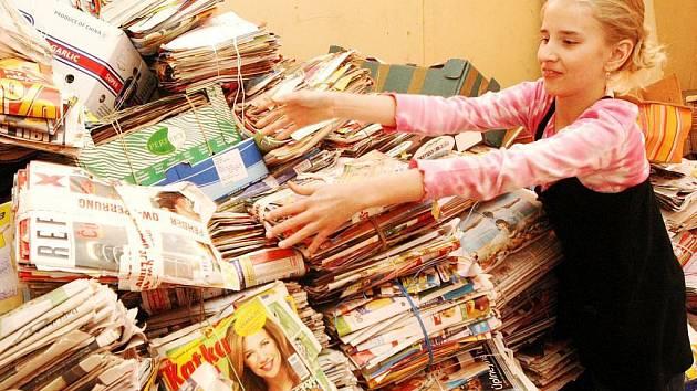 Školních soutěží ve sběru starého papíru se hospodářská krize nedotkla. Řada z nich se do každoroční akce zapojuje stále, už kvůli výchovnému efektu.