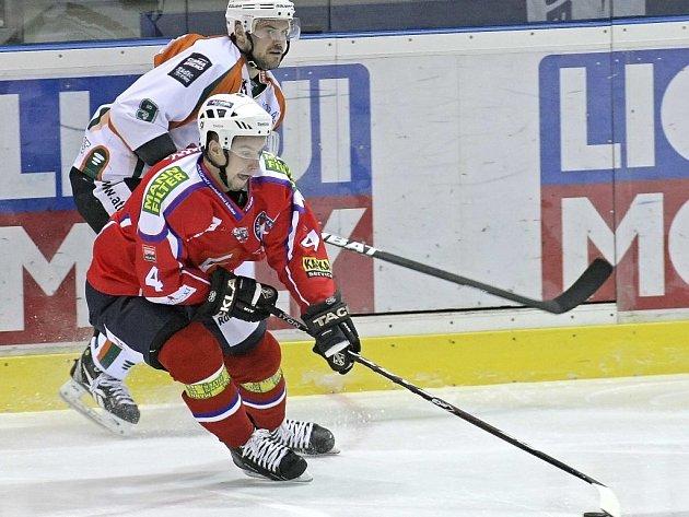 Sedmadvacetiletý útočník Jakub Čuřík je od čtvrtka definitivně hráčem Horácké Slavie. V Třebíči podepsal dvouletou smlouvu s roční opcí.