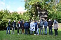 Památný Žižkův dub v Náměšti nad Oslavou prošel speciálním arboristickým ošetřením
