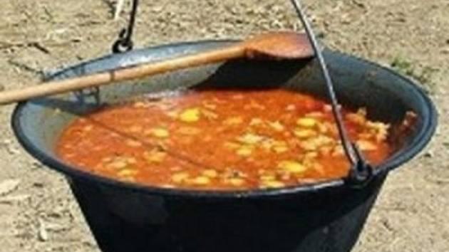 Soutěž ve vaření kotlíkového guláše v Uhřínově