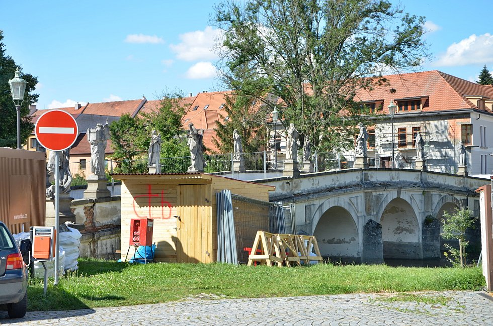 Barokní most vNáměšti nad Oslavou.