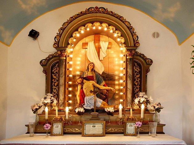 Obyvatelé Kracovic si zaplatili opravu kaple.