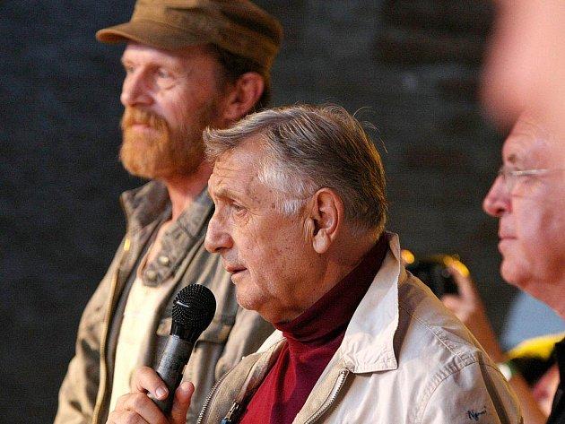 30. výročí od natáčení filmu Postřižiny si nenechali ujít ani režisér filmu Jiří Menzel a herci Jaromír Hanzlík a Jiří Schmitzer.