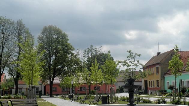 Střed své obce nazývají v Dalešicích Městečko. Díky dotaci se jim ho v před šesti lety podařilo zrekonstruovat. Odborná porota ocenila především komplexnost a kvalitu opravy.