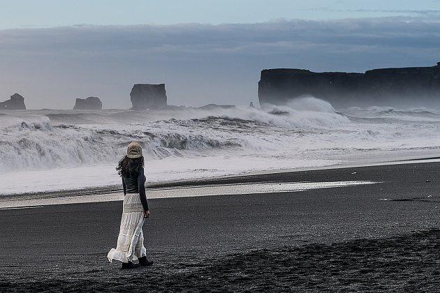 9. Spíš bych mohl uvést momentální atmosféru, pocit, pohled na některém místě za konkrétních – třeba povětrnostních podmínek. Abych se otázce úplně nevyhnul – například loni vúnoru: jižní pobřeží, rozbouřené moře, zima, vítr, déšť se sněhem a na černé pl