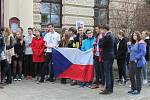 Protest studentů u státního gymnázia v Třebíči, kterým se připojili k celorepublikové výzvě ústavním představitelům.